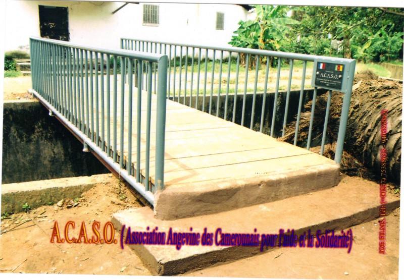 Passerelle neuve réalisée par l'association Angevine des Camerounais pour l'aide et la solidarité